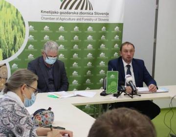 Na novinarski konferenci o slabih razmerah v slovenskem kmetijstvu