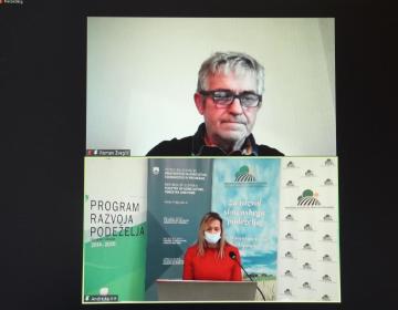 Uvodoma je udeležence posveta, ki ga je sooblikovala in povezovala Andrejka Krt s sektorja za kmetijsko svetovanje pri KGZS, pozdravil predsednik zbornice Roman Žveglič.