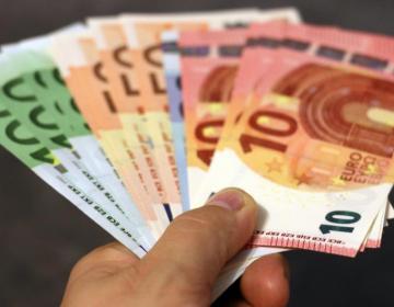 Finančna pomoč zaradi okužbe s COVID-19