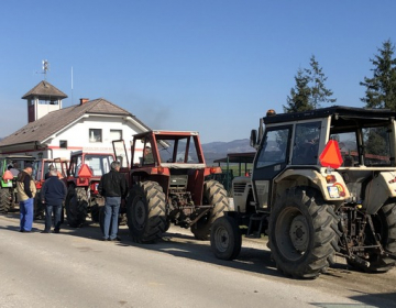 Traktorje kljub poteku veljavnosti dokumentov lahko začasno uporabljate še naprej