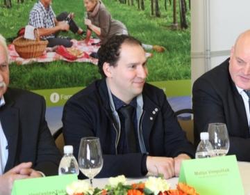 Na novinarski konferenci so med drugimi spregovorili (od leve): dosedanji predsednik ZTKS Venčeslav Tušar, novi predsednik Matija Vimpolšek in predsednik KGZS Cvetko Zupančič.