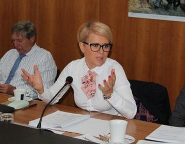 Ministrica za kmetijstvo, gozdarstvo in prehrano dr. Aleksandra Pivec je članom UO predstavila prednostne naloge ministrstva v prihodnjih štirih letih. Pri tem računa tudi na tesno sodelovanje z zbornico.