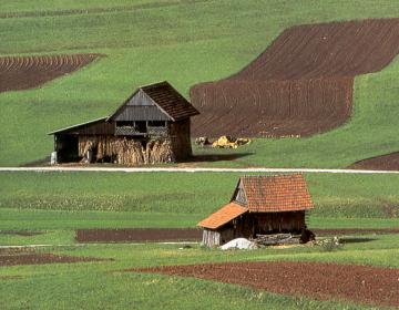 Svet KGZS zahteva celovito obravnavo zemljiške politike