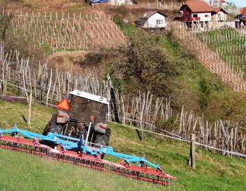 S kmetijsko ministrico o kmetovanju na hribovskih...