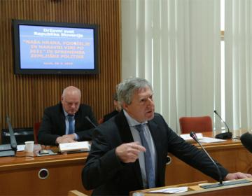 """Predstavljena stališča zbornice glede Resolucije """"Naša hrana, podeželje in naravni viri po letu 2021"""" in sprememb zemljiške politike"""